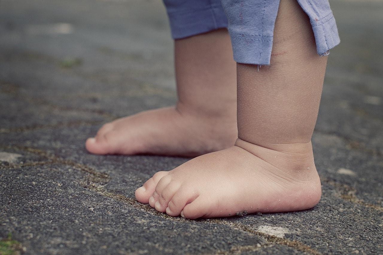 Füße vom Kleinkind