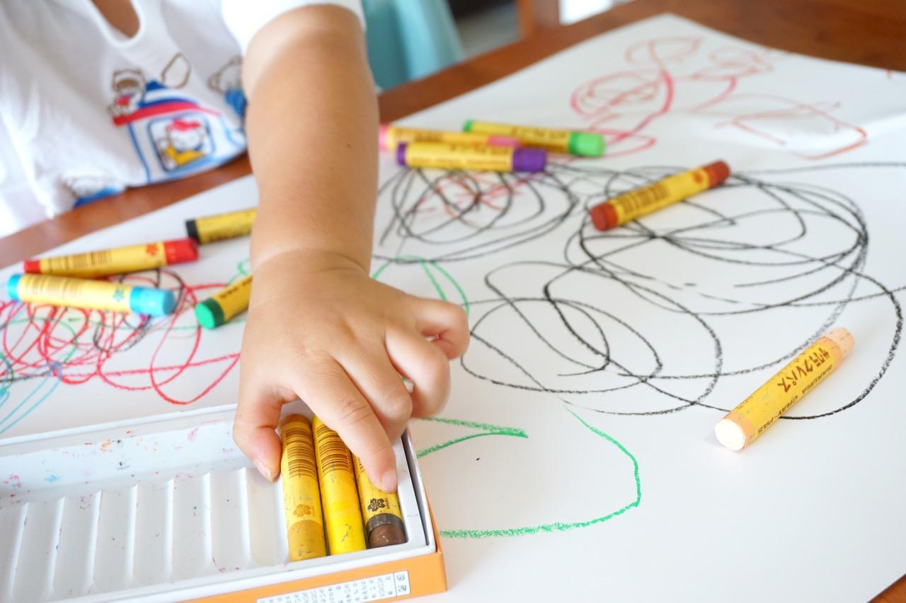 Kind Malen Wachsmalstifte Spielen Lernen