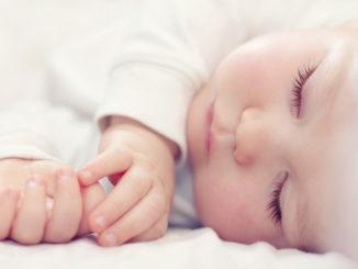 Wie helfe ich meinem Baby beim Ein- und Durchschlafen?